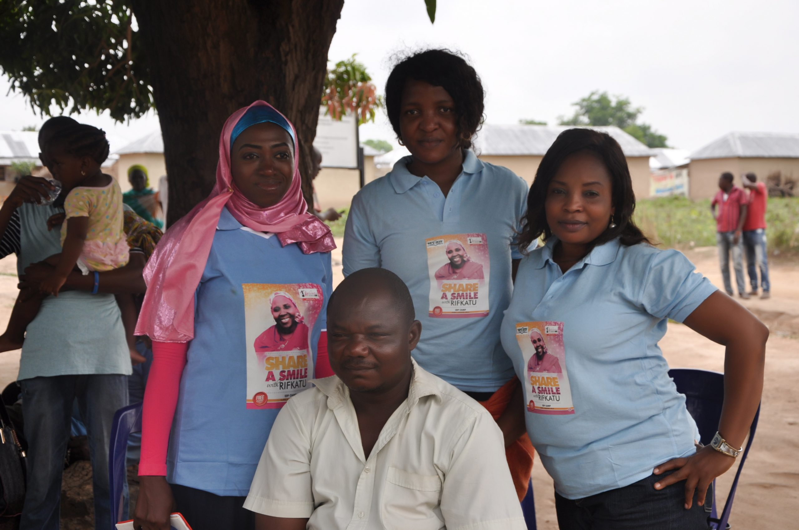 Wowom Team with a volunteer